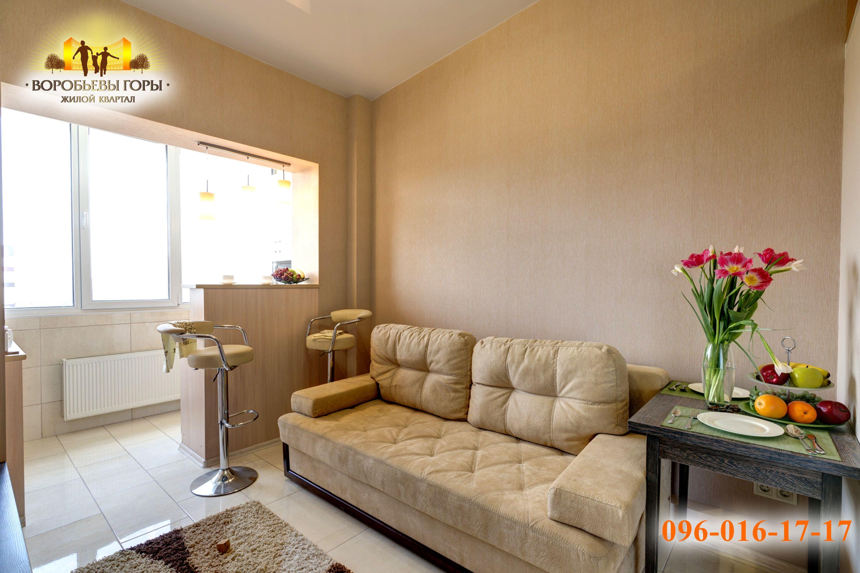фото гостинки в Харькове со светлым диваном
